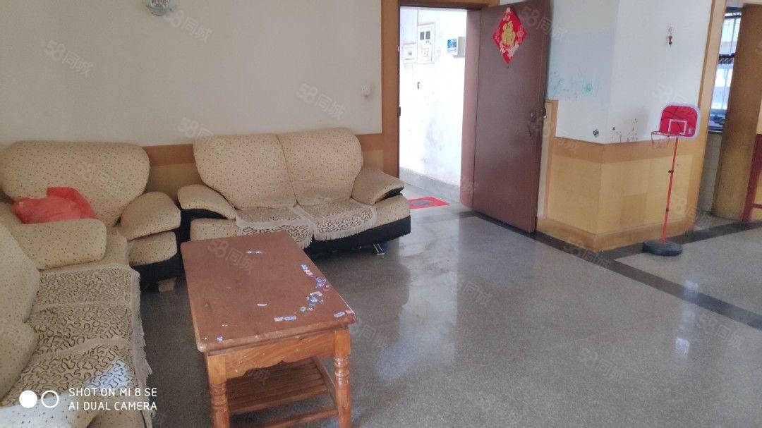 人民路52号市中心110平3居室带家具1600元