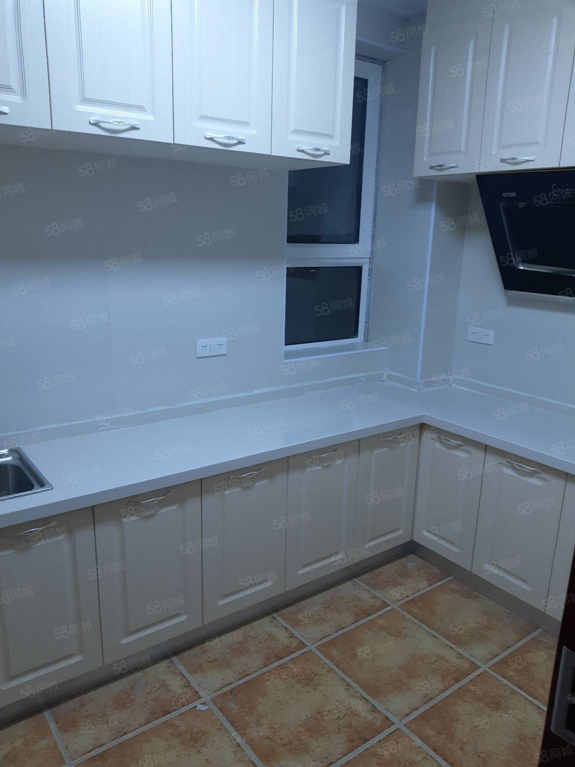 雁门小区两室三室出租有床柜子能做饭能洗澡停车方便紧邻