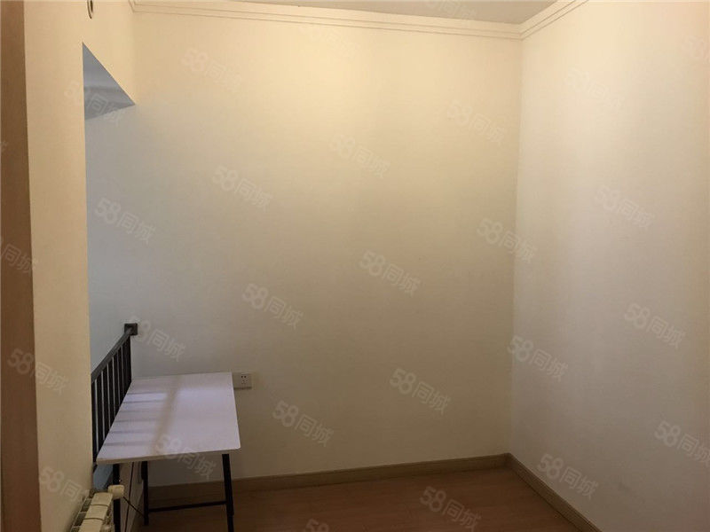万科城一期紫兰苑精装小三房出租,部分家具,业主急租有意者速来