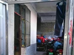 阜南二小后面五楼30平方单间出租200/月