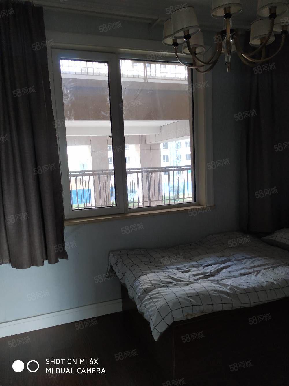 华新新城,精装修,家居用品一应俱全。温馨舒适。
