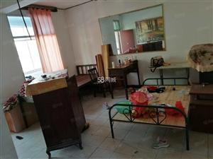 吉房位于抚州一中旁飞云阁,室内干净整洁,家电齐全。