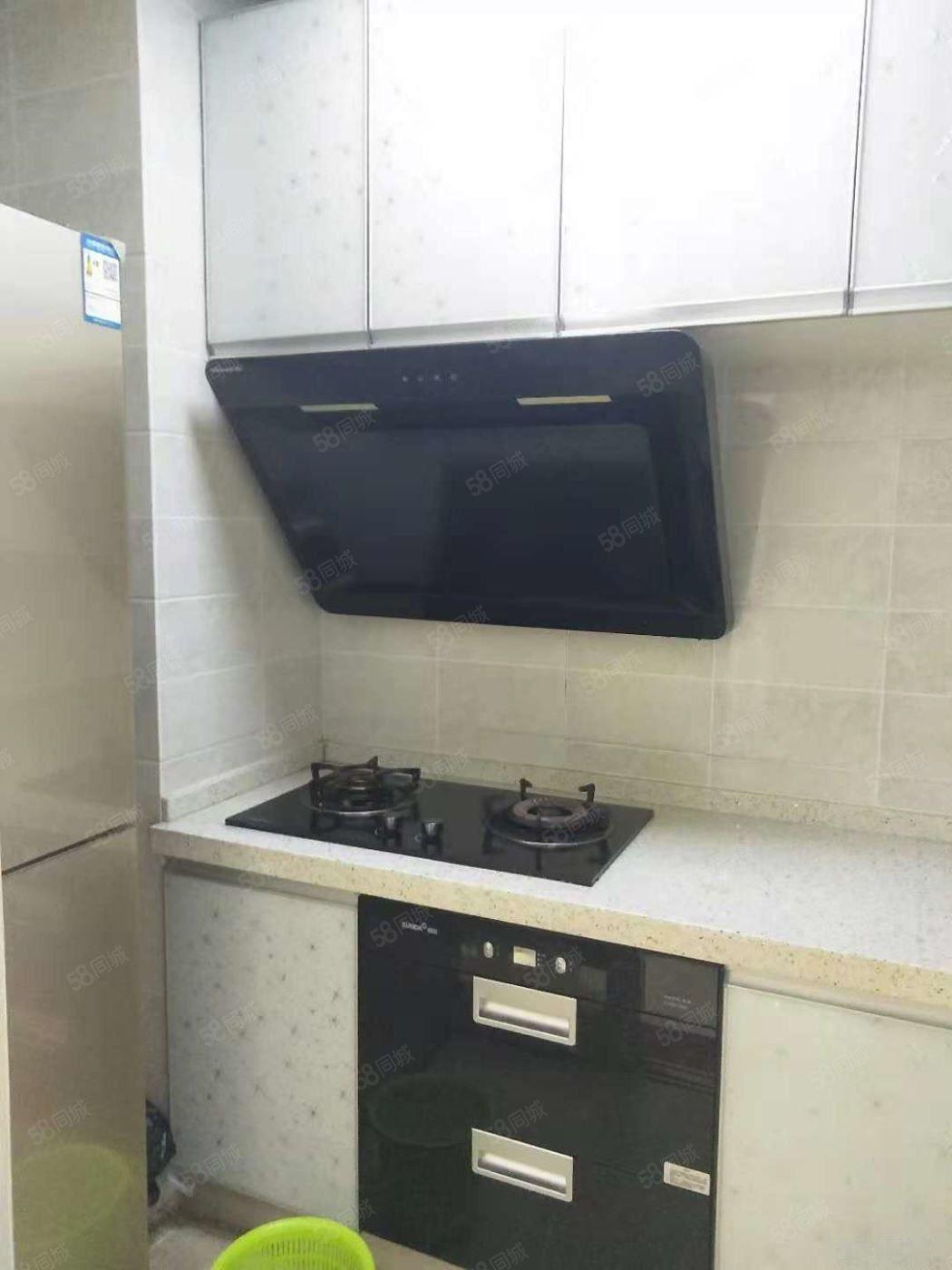 琴海豪庭2700元3室2厅1卫精装修,超值,免费看房