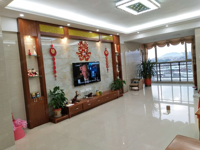 同源大厦电梯套房,产权面积125平米,3房2厅2卫南北通透。