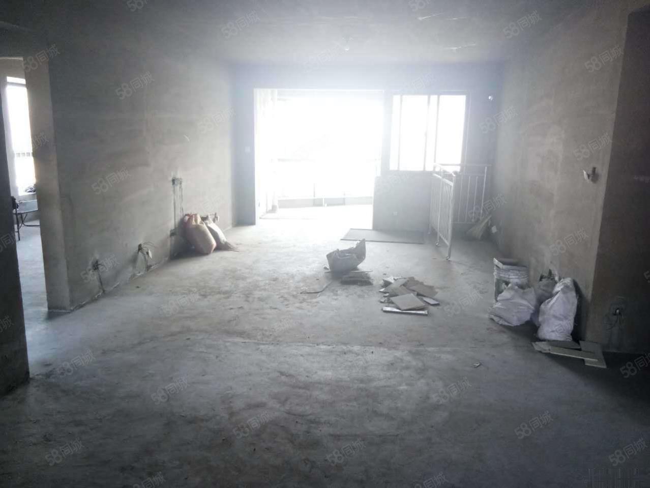 渭阳路国润翠湖三室毛坯临湖电梯观景房出售