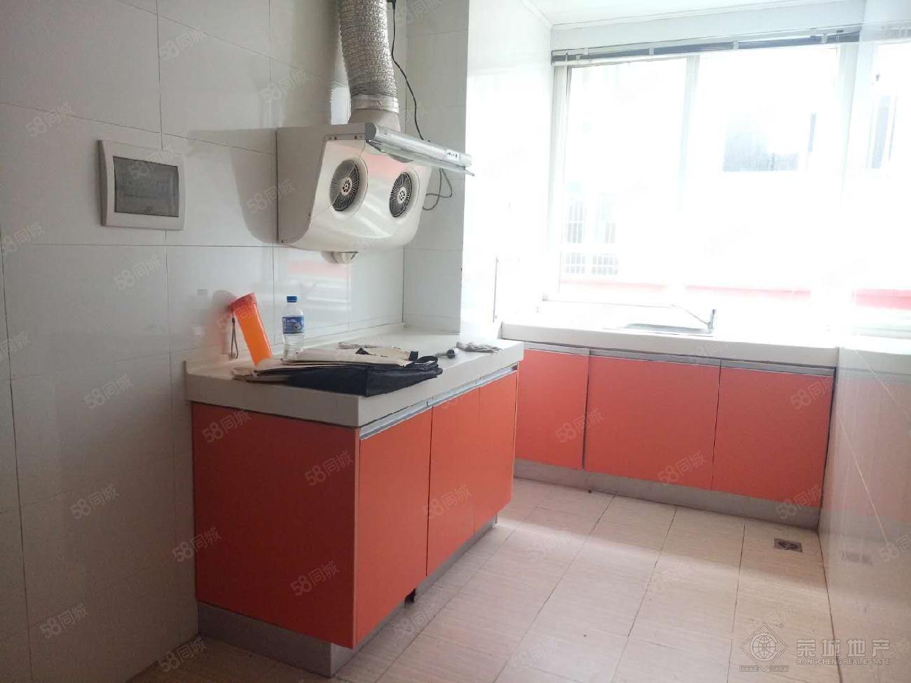 好房澳门金沙平台,居住舒适,富然三区700元1室1厅1卫普通装