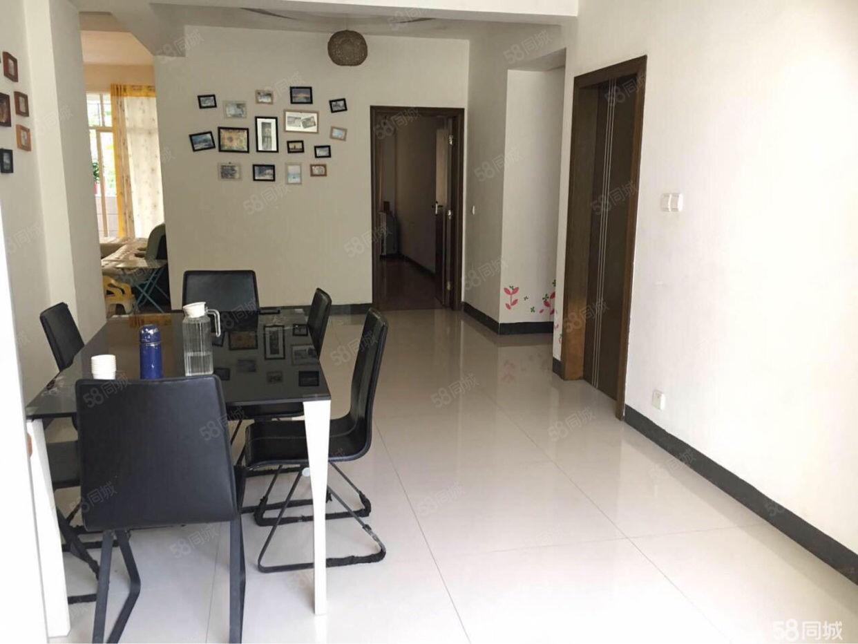 汇景新城3房2厅出租3500,拎包入住。