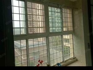 豪华装修3室2厅1卫,拎包入住,采光空气都很好!
