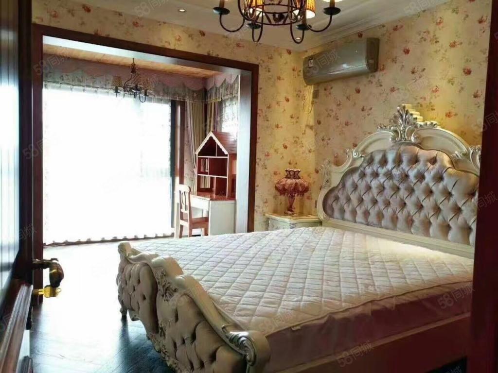 低于市场价20万绿地澜庭一期全朝南小三送家具