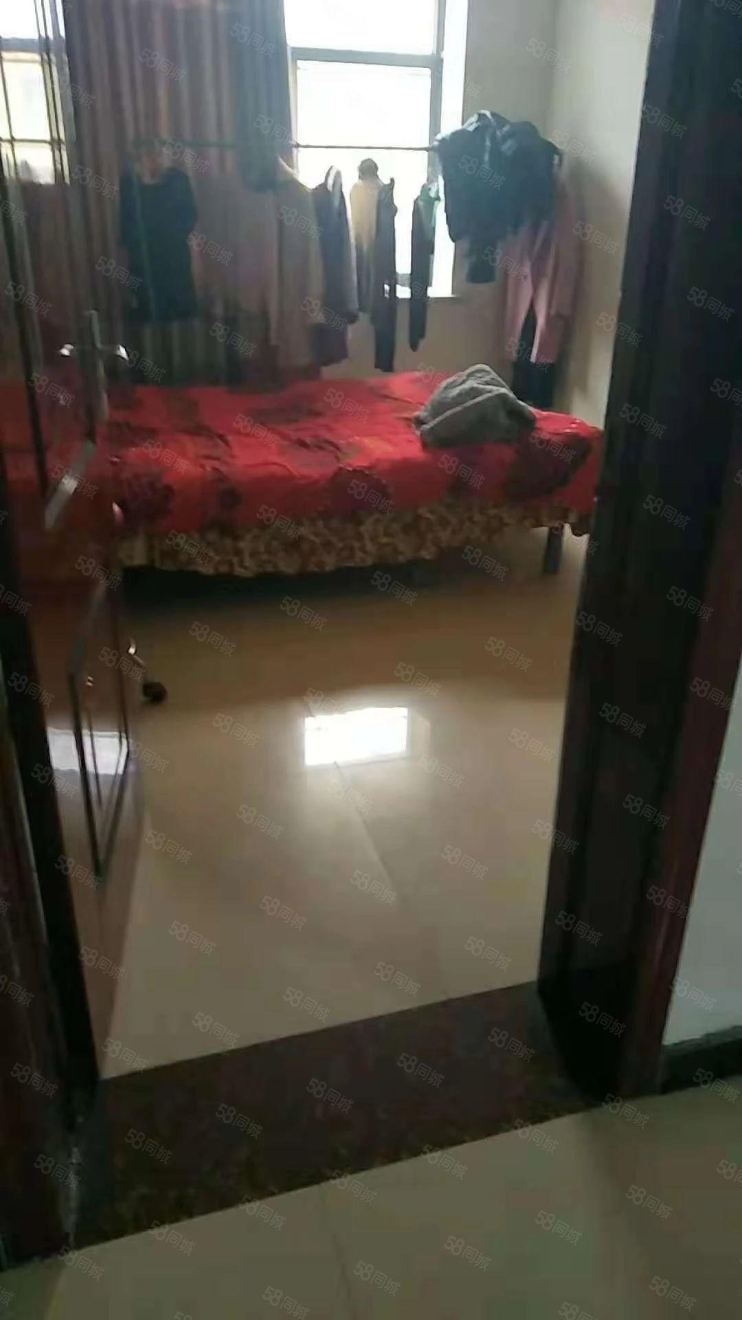 必发365在线娱乐官网:开元胡同大红浴池西,3/2/1,简单装修,干净舒适。