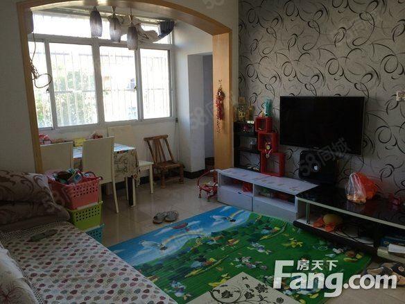 红梅东村婚装房,设施齐全。