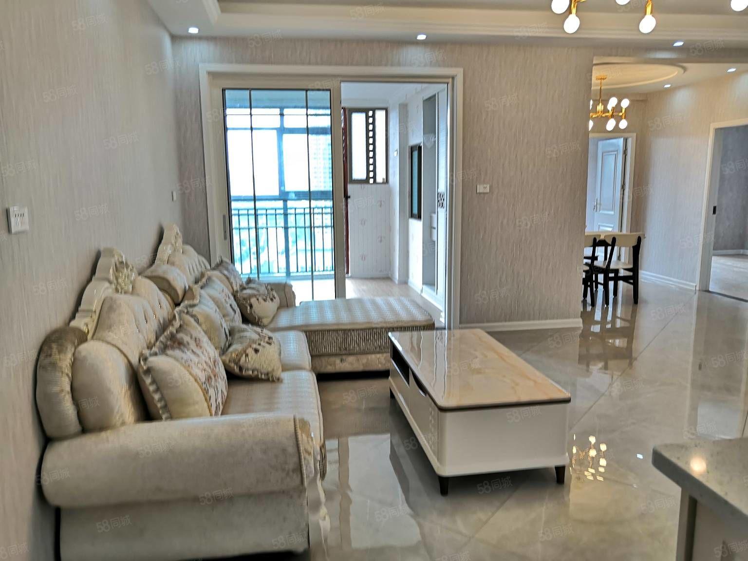房东急卖,送现在有品牌家具。