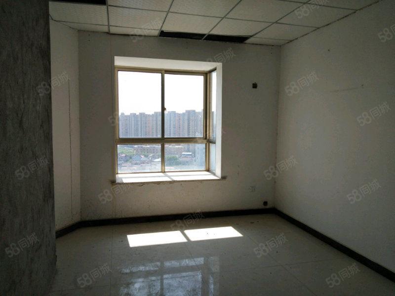 皖深大厦位于蓝鼎附近和水岸江南相邻属于潜山市中心交通方便
