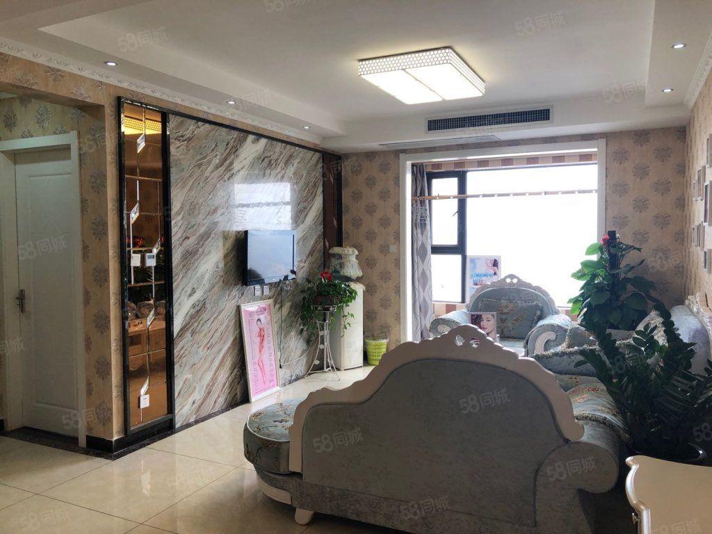 人民路财富中心精装两室空房有壁纸中央空调适合美容随时看