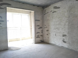 江南世家,三室两厅,126平方米,毛坯房,户型采光好,54万