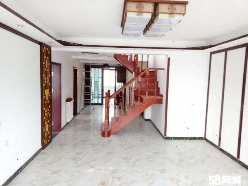 润丰锦尚5室顶楼上下复式有40平的露台利用空间大