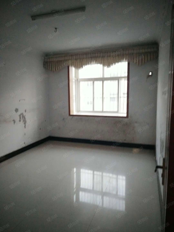18.5万急售一高对面张寨三室二楼有证