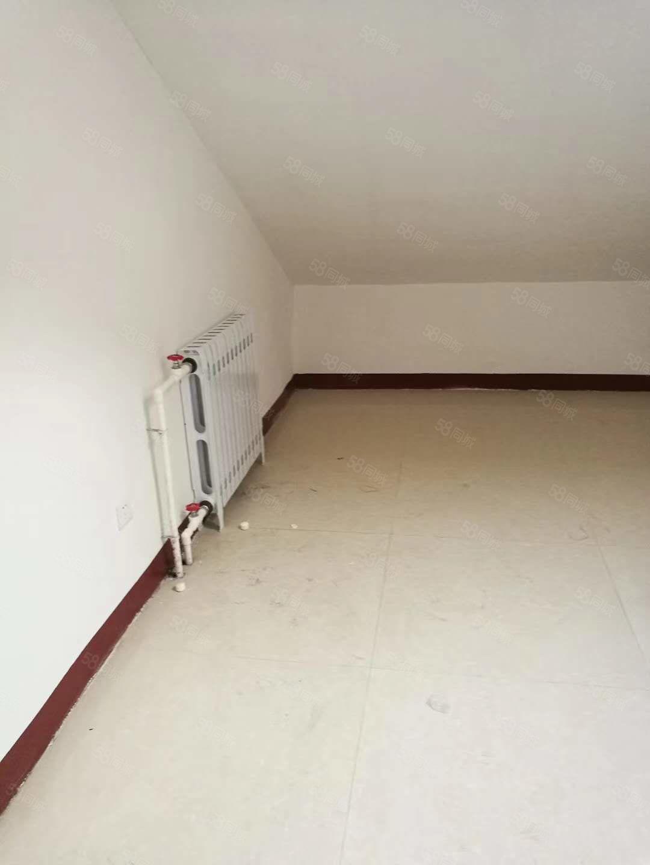 五洲祥城电梯阁楼,简单装修,有热水器,暖气