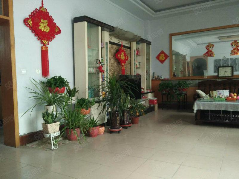 豪华别墅,单价6000元,位邻信都花园东。