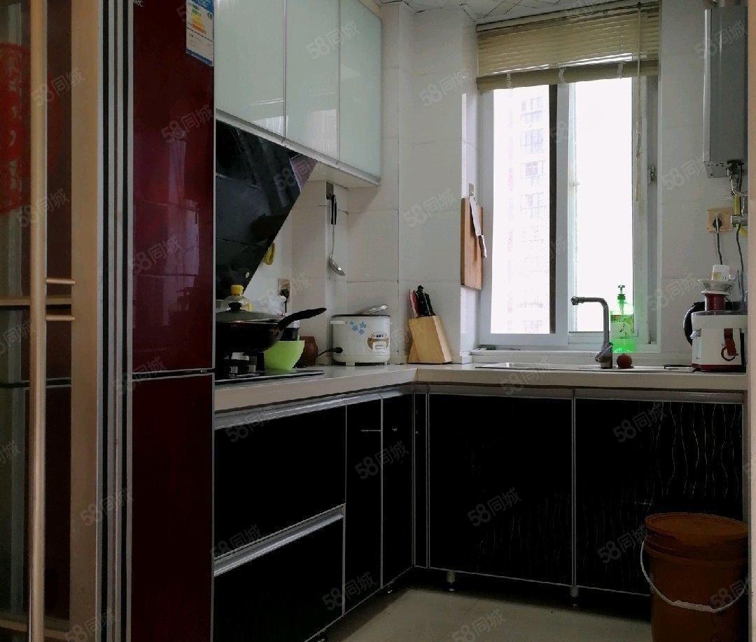 博士苑首次出租精致三房家具家电齐全1500每月可伶包入住
