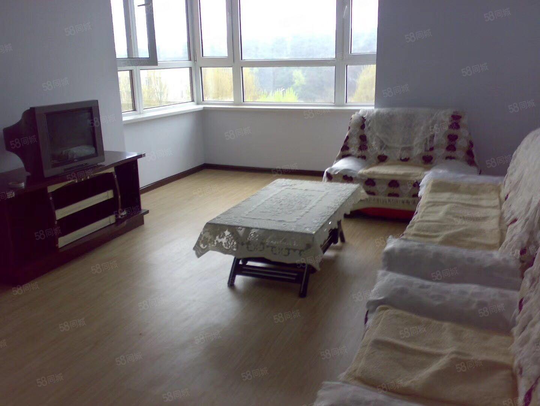 海景豪苑6楼93平两室一厅精装修年租2万包括物业电梯供暖!
