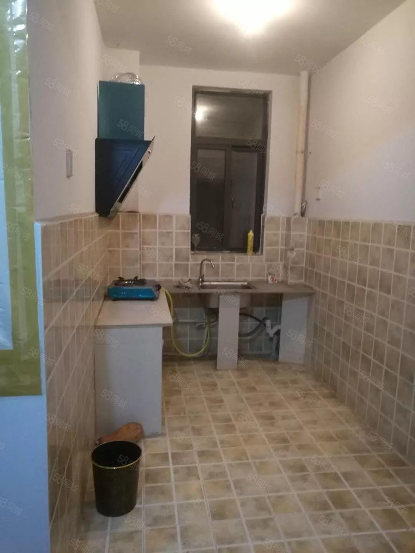 出租龙轩雅舍,2室2厅1厨1卫,简单装修,家电齐全,拎包即住