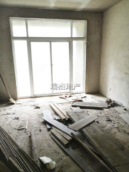 滨河西路桂花城稀缺1/2复式别墅160万全包车库花园储藏室