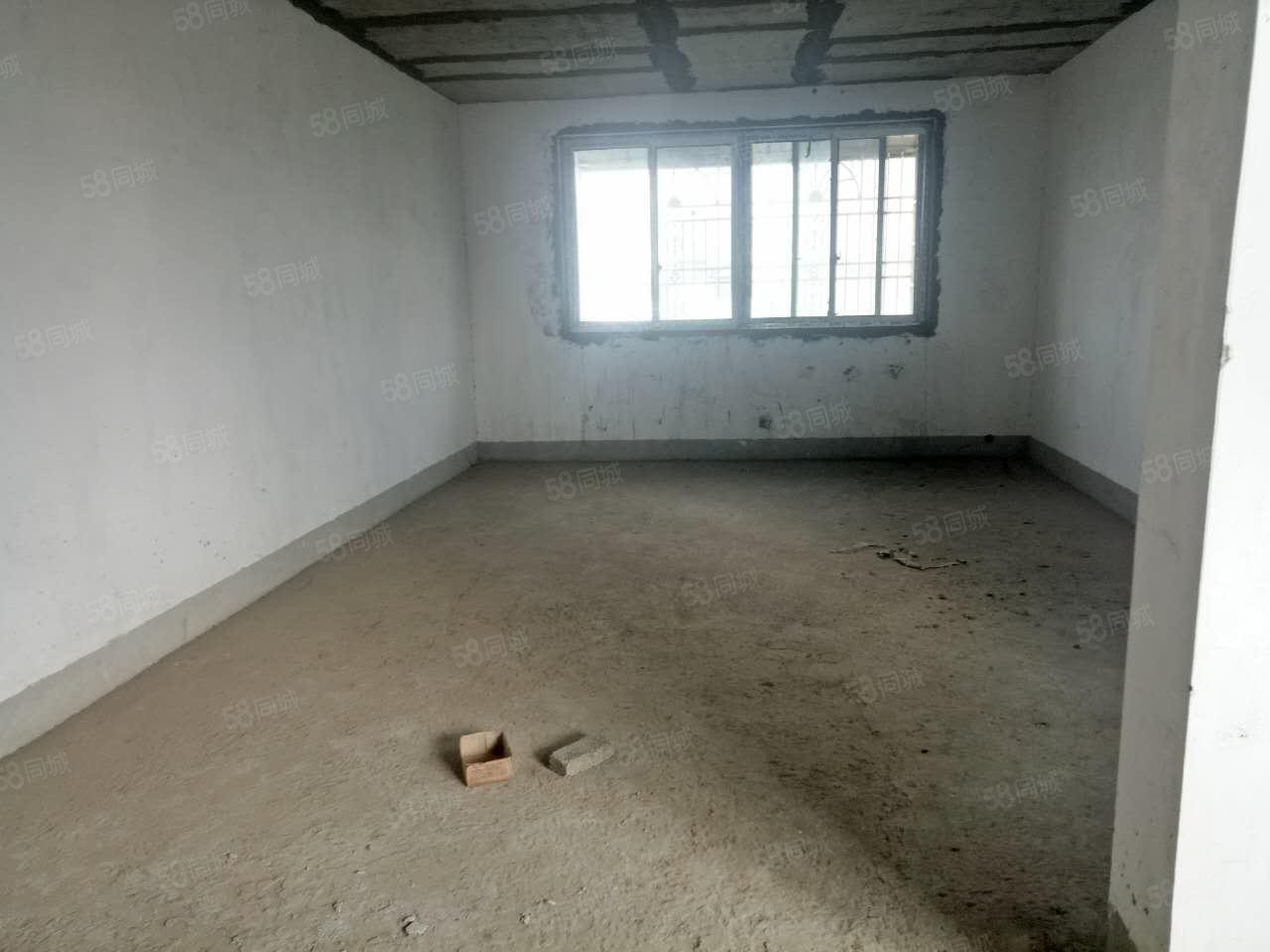 碧桂园路口超大4房带车库出售
