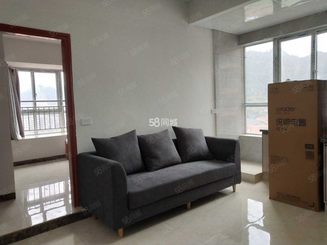锦江大厦单身公寓,一室一厅家电齐全拎包入住可以短租
