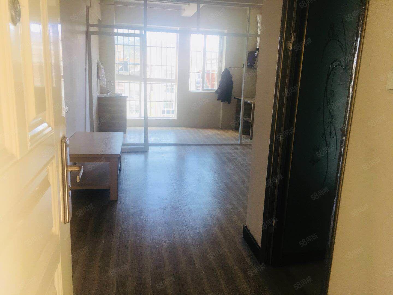 金象广场北部热门单身小公寓新装修家具齐全