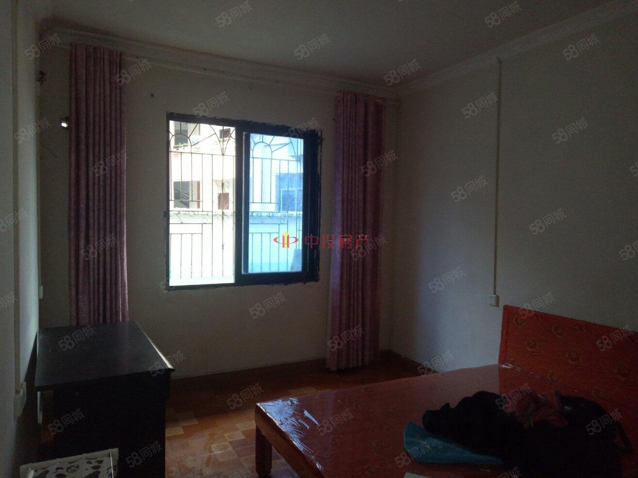 房子在锦江广场石油公司,1室1厅,整体干净整洁。