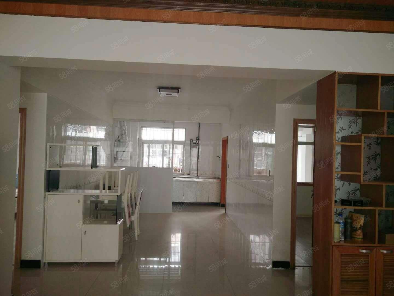 阳光新城1期二楼,141平米精装,带家具!租金2600每月!
