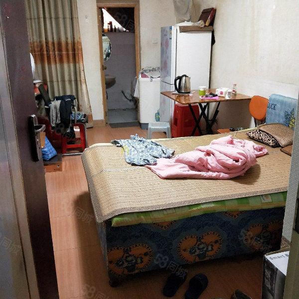 新加坡步行街单身公寓便宜出售,附小