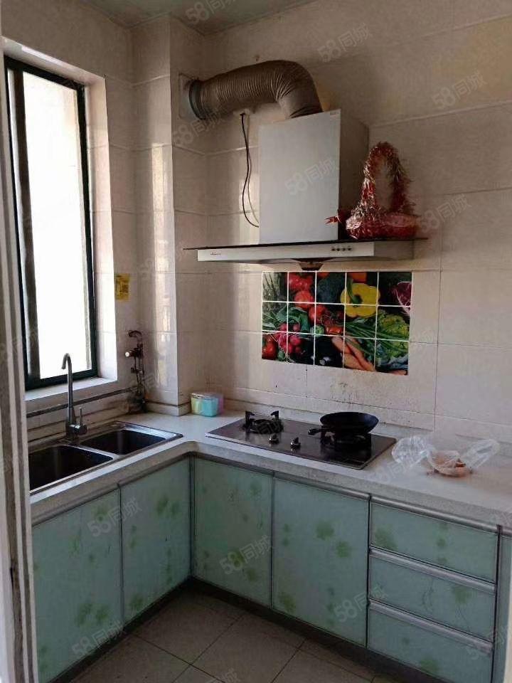 急租龙泉小区简装两室有空调冰箱整体厨房随时看房