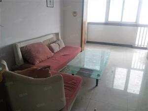 标准一室一厅楼层较低可随时看房家具家电齐全