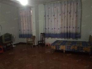 锦丝路2楼三房简装带家具空间很宽堆货住家很方便!