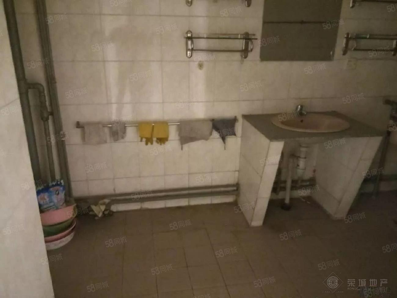 冠南旁时代新都汇6楼带简单家具1200元/月3室看房随时方便