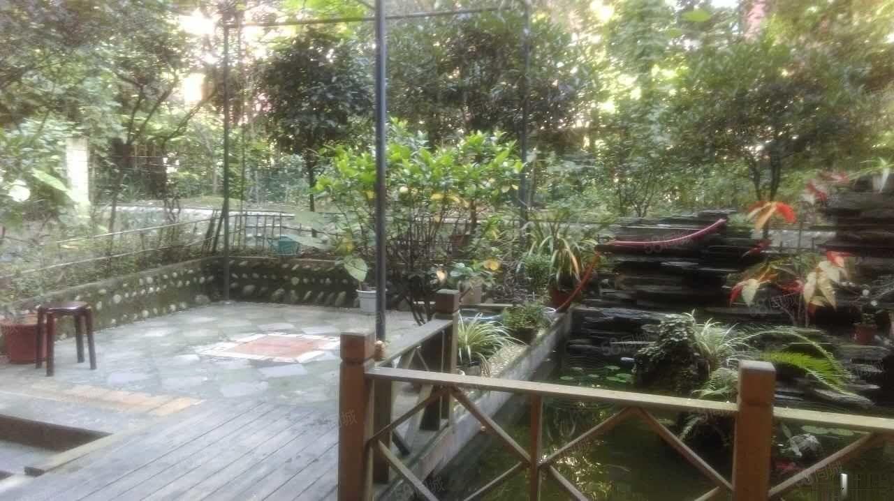 临河叠拼,全屋带地暖,带花园和私家池塘,精装全带带车位160