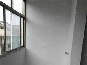 出租五小旁边三室一厅,简单装修,厨房卫生间齐全