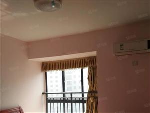 金象广场22楼2室2厅中装房90平1700/月