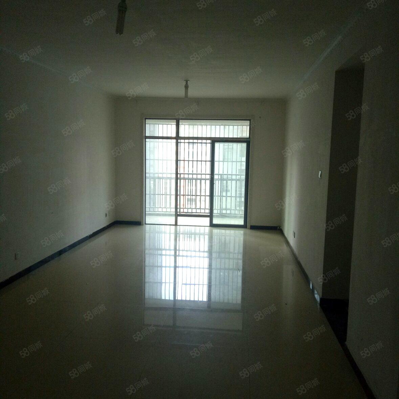 3室2厅2卫1阳台巨人印象万元元/年,家电齐全,拎包入住
