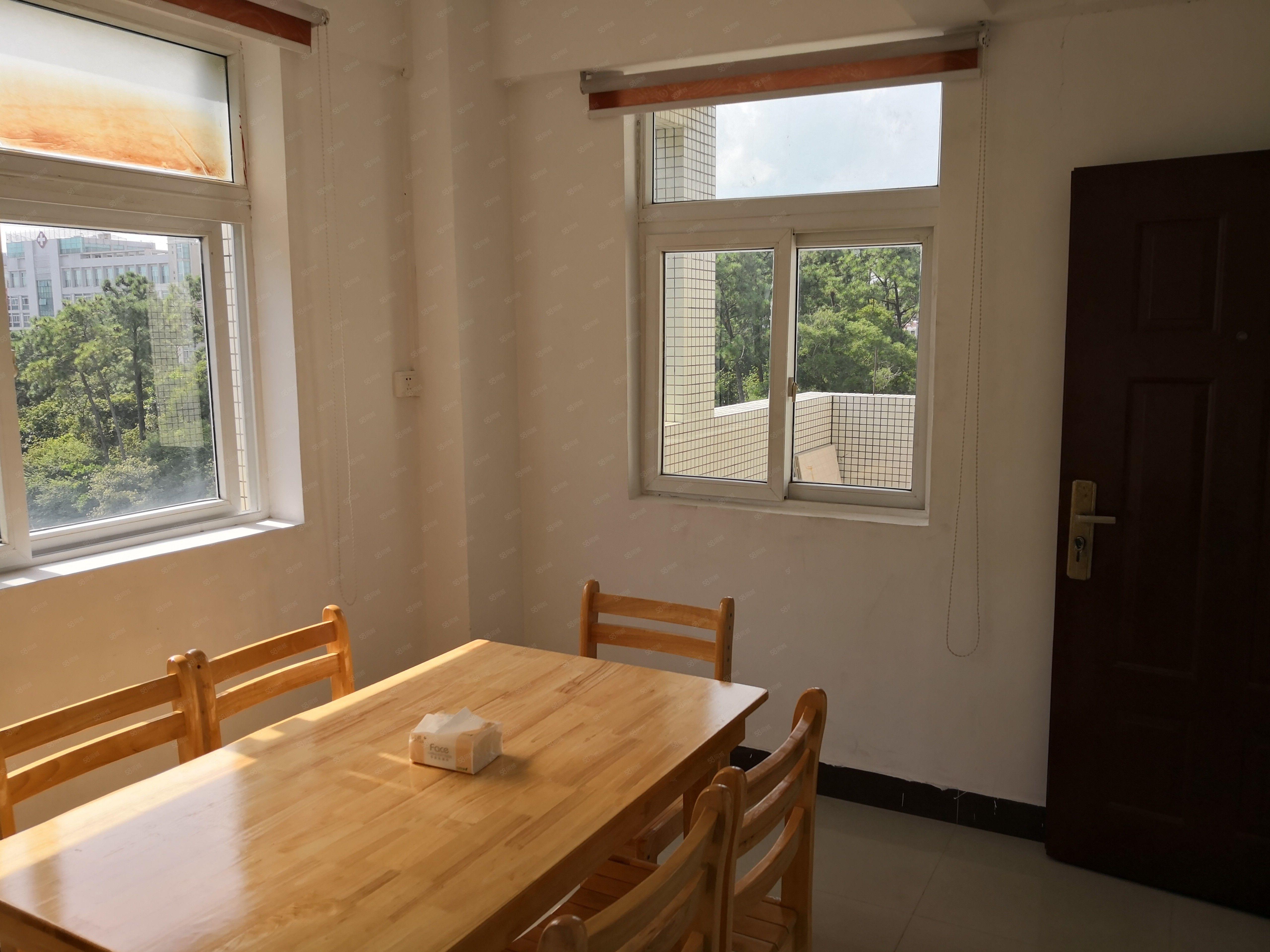 阳东东润小区步梯一房一厅,新净