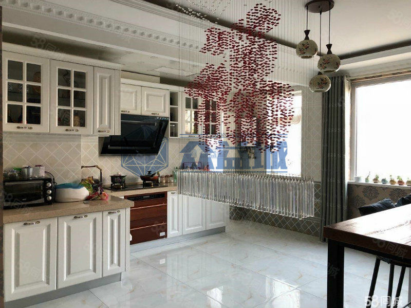 首创象墅,房主降价,一楼向下越层,180平四室两厅,精美户型