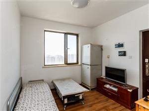 金地悦峰旁,精装套一房,满两年,出售送家具家电