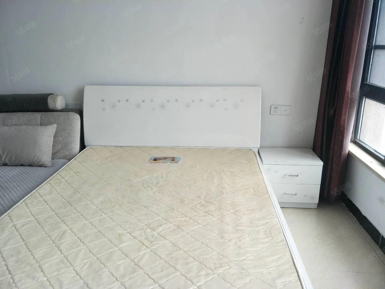 天润广场万家灯火精装公寓办公居住均可1500一个月家电齐全