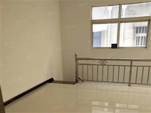 亚欧酒店后面民房三室上下两层240平有房产证土地证