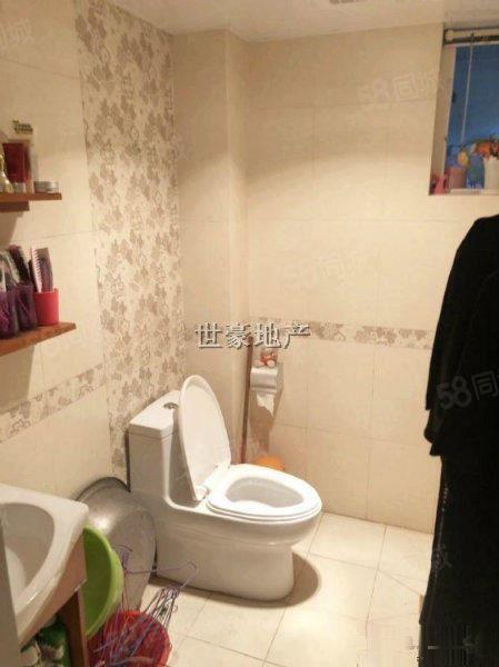 太阳岛豪华装修标准2室,带家具家电,房东裸走,售价63.8W