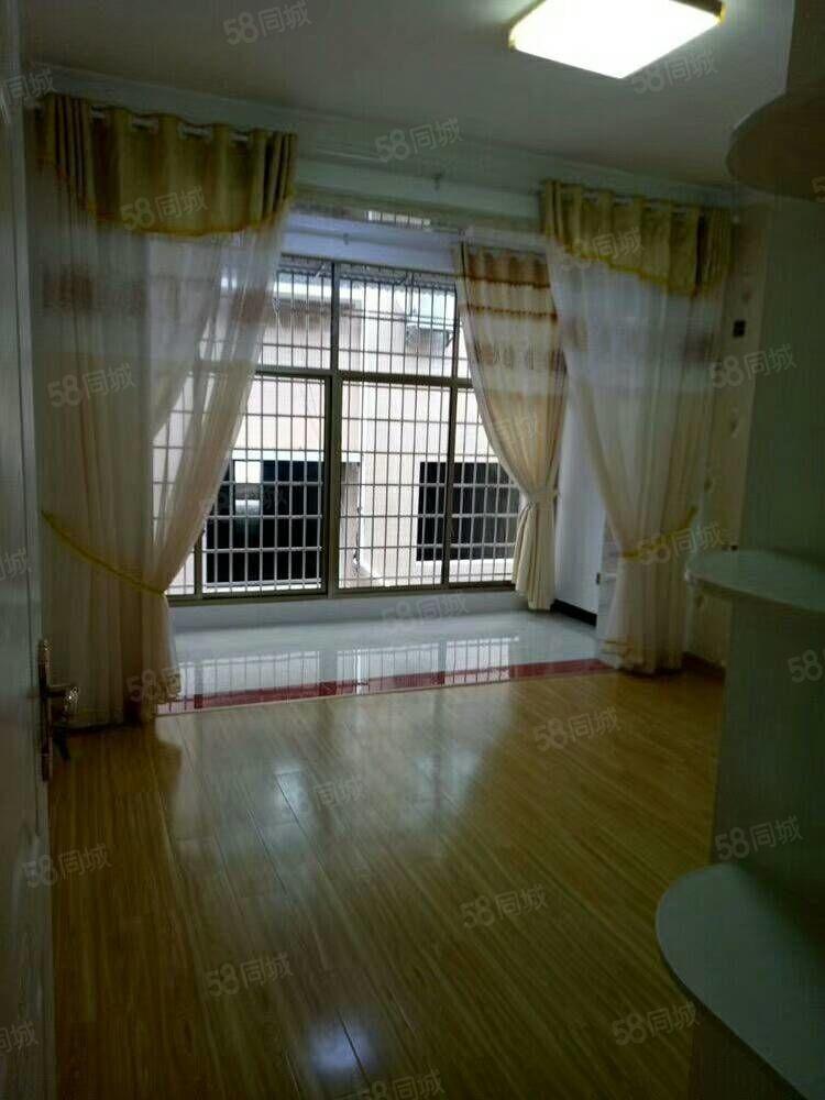 开福附近143平方三室两厅二卫住六楼豪装有证可以按揭