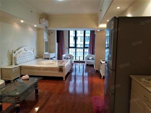 万达S0H0单身公寓出租,家具家电齐全,拎包入住,停车方便。