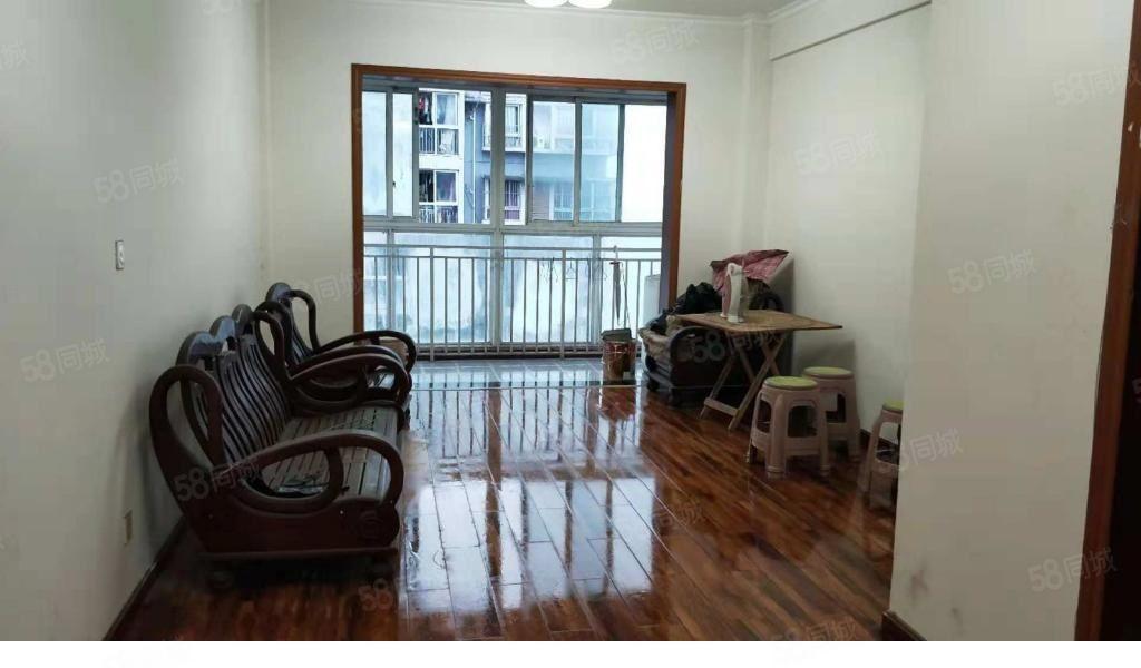 下江北金凤凰B区3室简单装修1500一个月很划算的房子